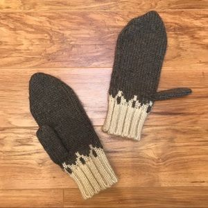 NWOT Urban Outfitters Knit Mittens